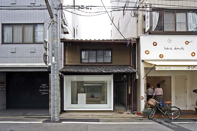 Kyoto Silk Retail Shop by Keiichi Hayashi