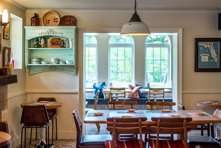 27 restaurant Freehand Miami