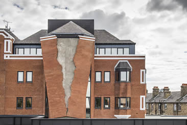 Alex Chinneck, Six pins and half a dozen needles