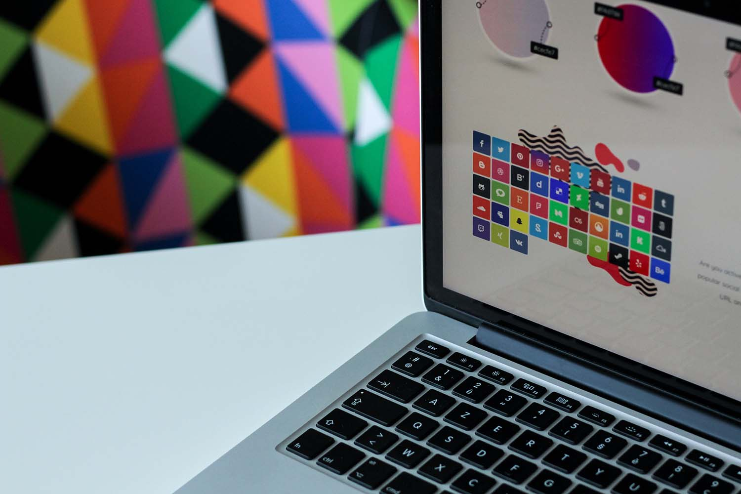 The Role of Art and Colour Design on Gaming Websites