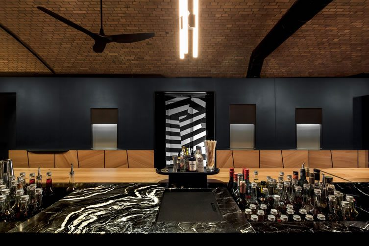 bar zentral berlin bahnhof zoo. Black Bedroom Furniture Sets. Home Design Ideas