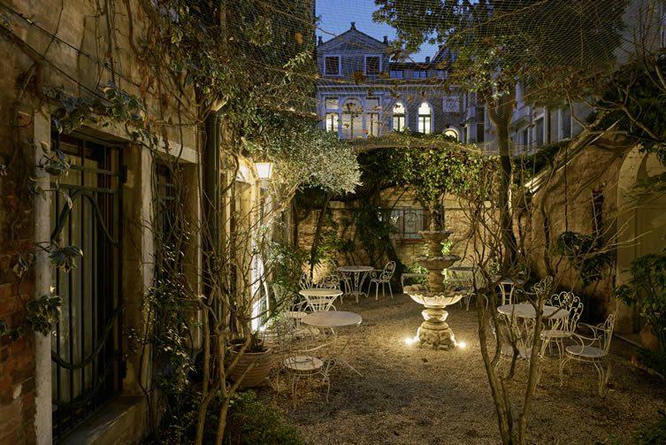 Casa Flora Venice: Gioele Romanelli and Diego Paccagnella Design-Apart
