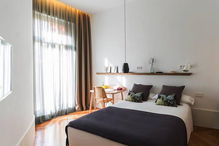 Casa Mathilda Barcelona: Roger de Llúria Bed and Breakfast