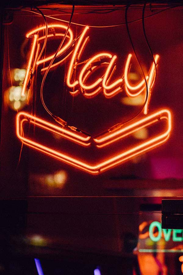 How Casinos Use Sounds and Colours to Make You Spend More