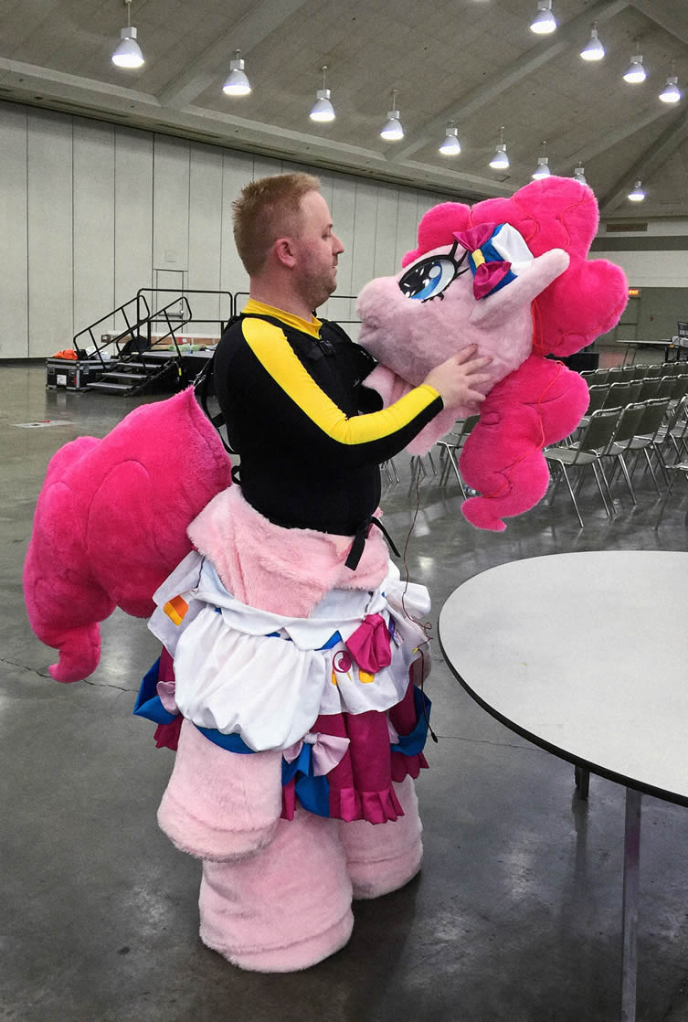 Inside Pinkie Pie, Bronycon