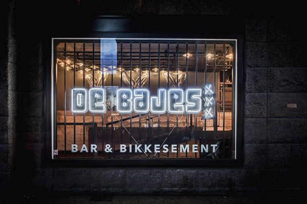 De Bajes Amsterdam: Street Art Bar and Restaurant Rembrandtplein Amsterdam