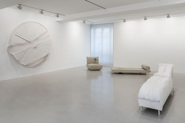 Erwin Wurm, Lost at Galerie Thaddaeus Ropac, Paris Marais