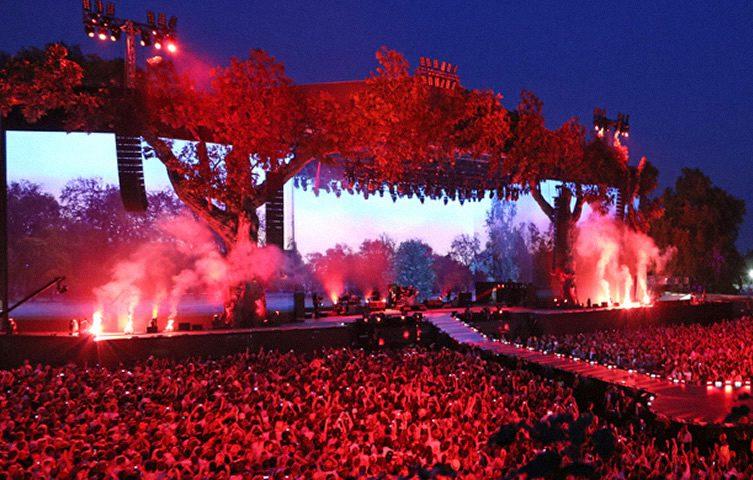 Miley Cyrus Bangerz Tour, Set Design by Es Devlin