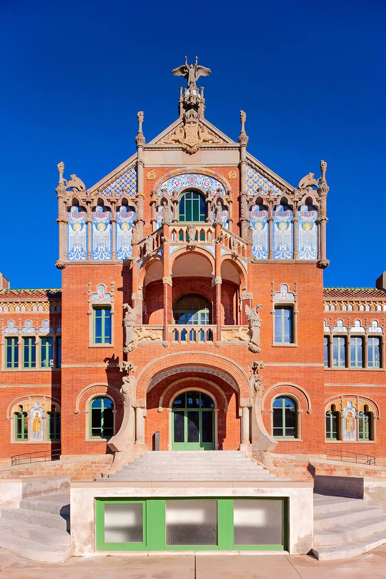 A complex built between 1901 and 1930, Hospital de Sant Pau was incredibly fully functioning until June 2009—undergoing restoration for use as a museum and cultural centre recently