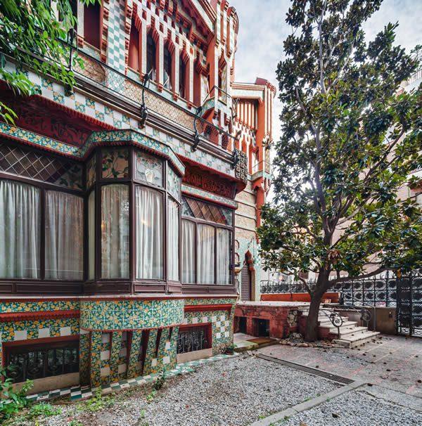 Antoni Gaudí and the Modernisme Movement