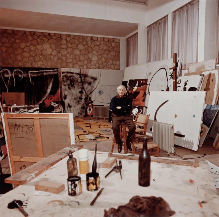 Joan Miró en el taller Sert, Palma de Mallorca 1976. Archivo Successió Miró