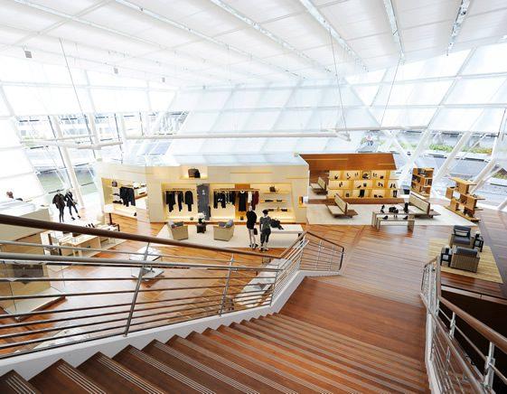 Louis Vuitton Island Maison, Singapore - 561 x 436  96kb  jpg