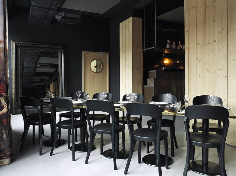 mob hotel paris philippe starck design hotel with cyril. Black Bedroom Furniture Sets. Home Design Ideas