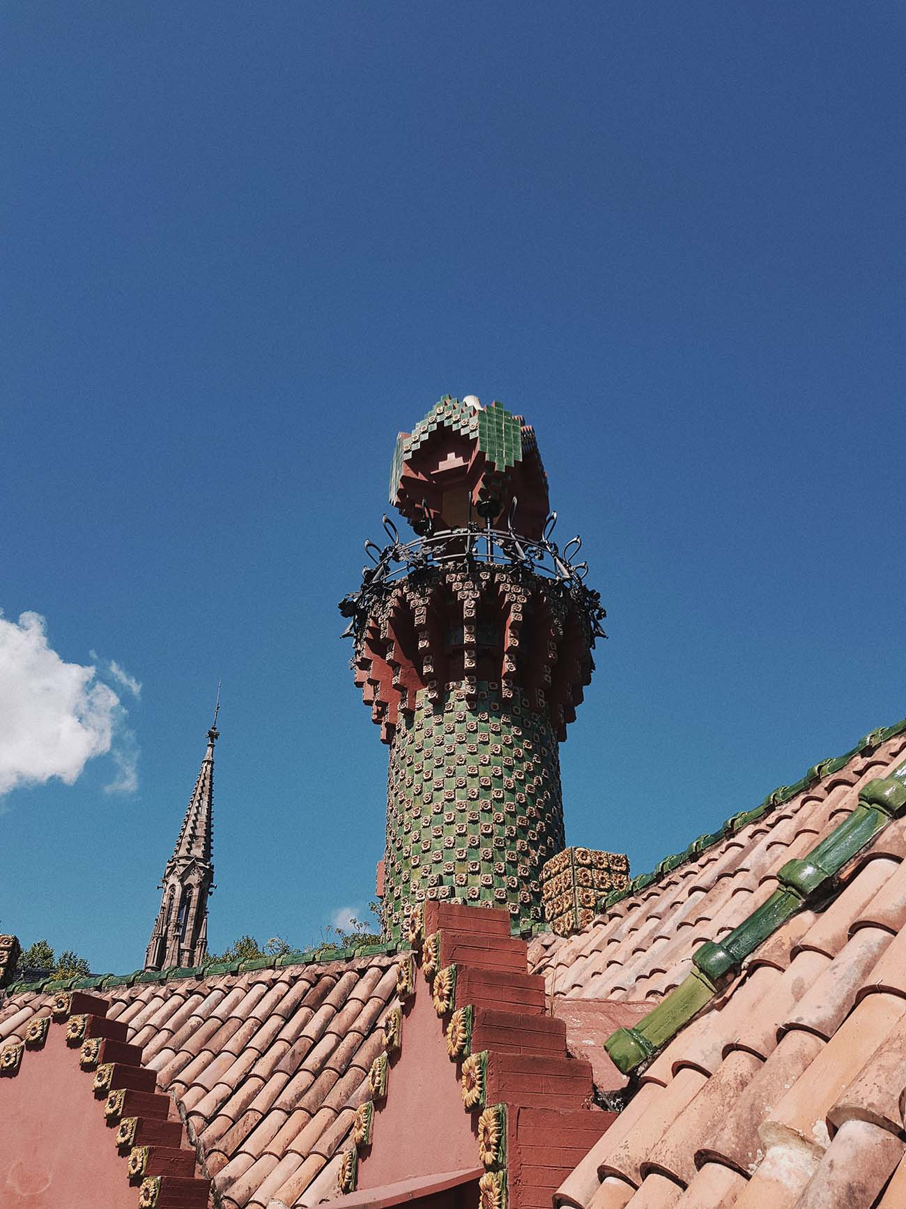 The Modernisme Architecture Movement: Gaudi's El Capricho
