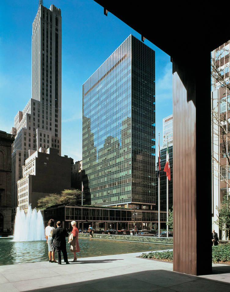 Lever House by Gordon Bunshaft of Skidmore, Owings & Merrill
