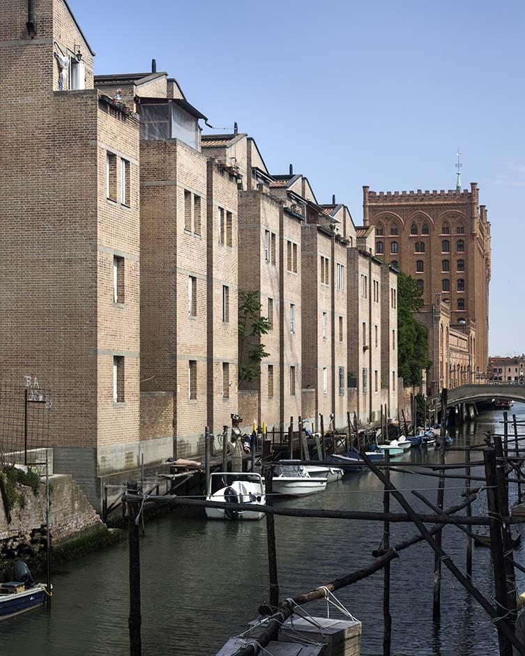 Social Housing IACP, Giudecca, Gino Valle, Giorgio Macola, 1980-86
