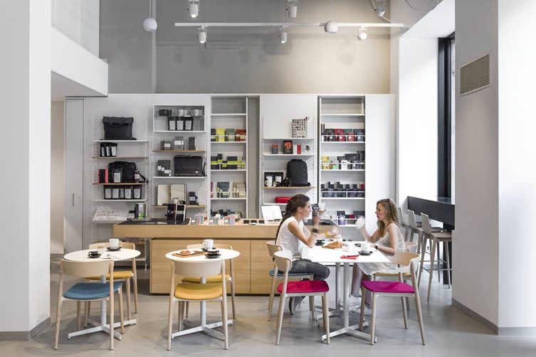 Moleskine caf milan brera design district coffee shop for Bar coworking milano