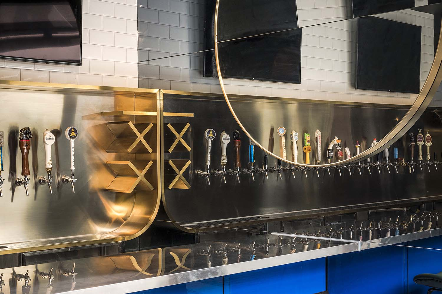 Mooncraft Shanghai Craft Beer and Whiskey Bar Designed by o&o studio