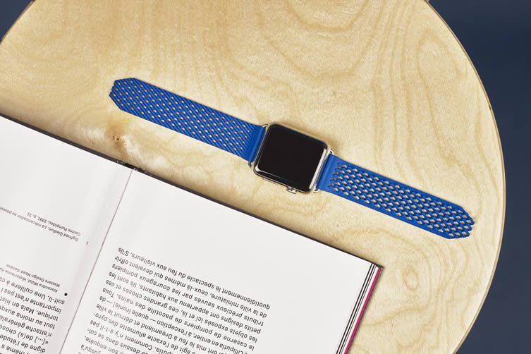Self-Closing Apple Watch Strap