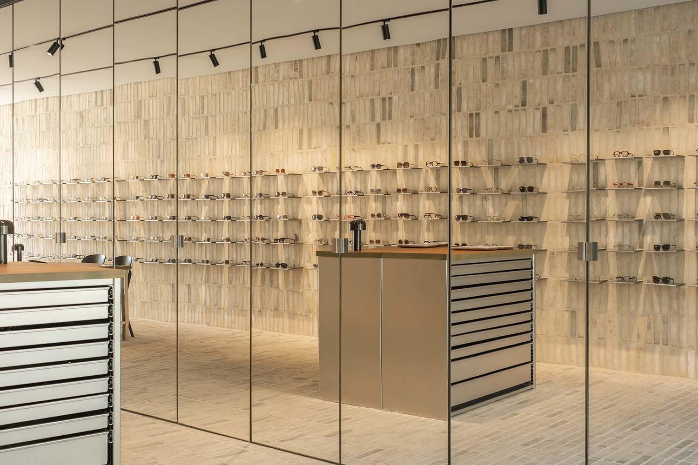 Optiek Hons Dilsen-Stokkem, Belgium Optician Designed by Zware Jongens