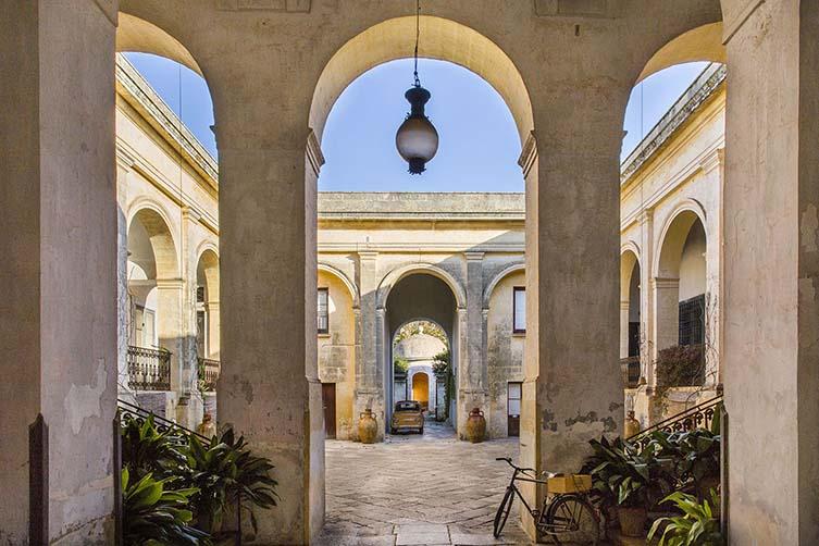 Palazzo daniele is a puglia design hotel with artful elegance for Design hotel puglia