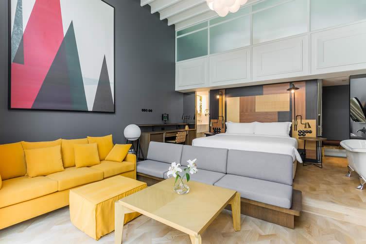 Room Mate Emir by Lázaro Rosa Violán