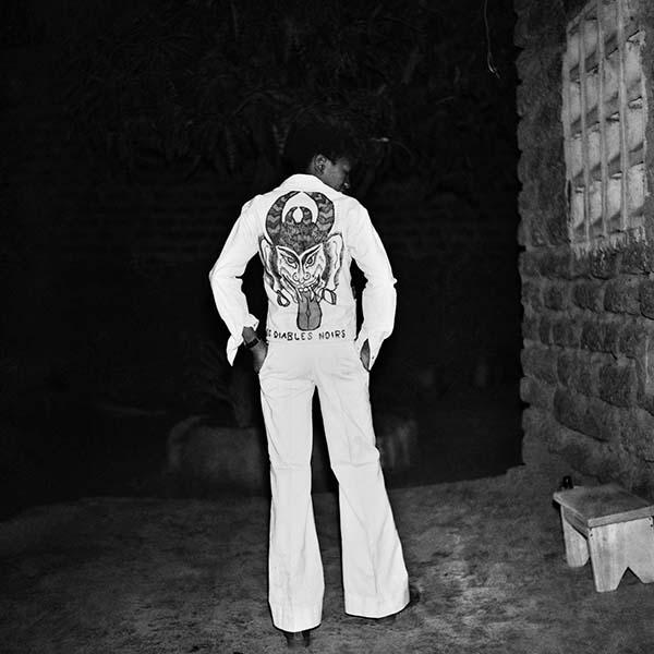 Le diable noir, 1975