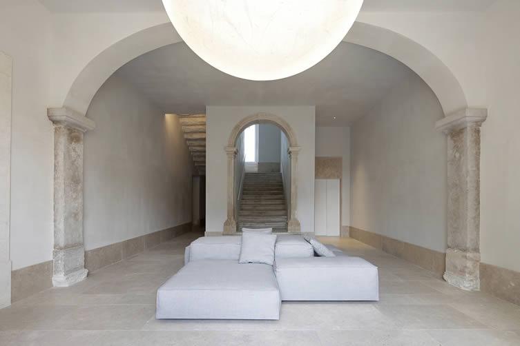 Santa Clara 1728 Lisbon: Lisboa Design Apartments Manuel Aires Mateus