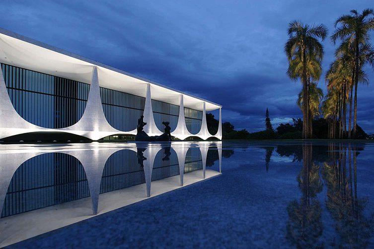 Oscar Niemeyer Vase