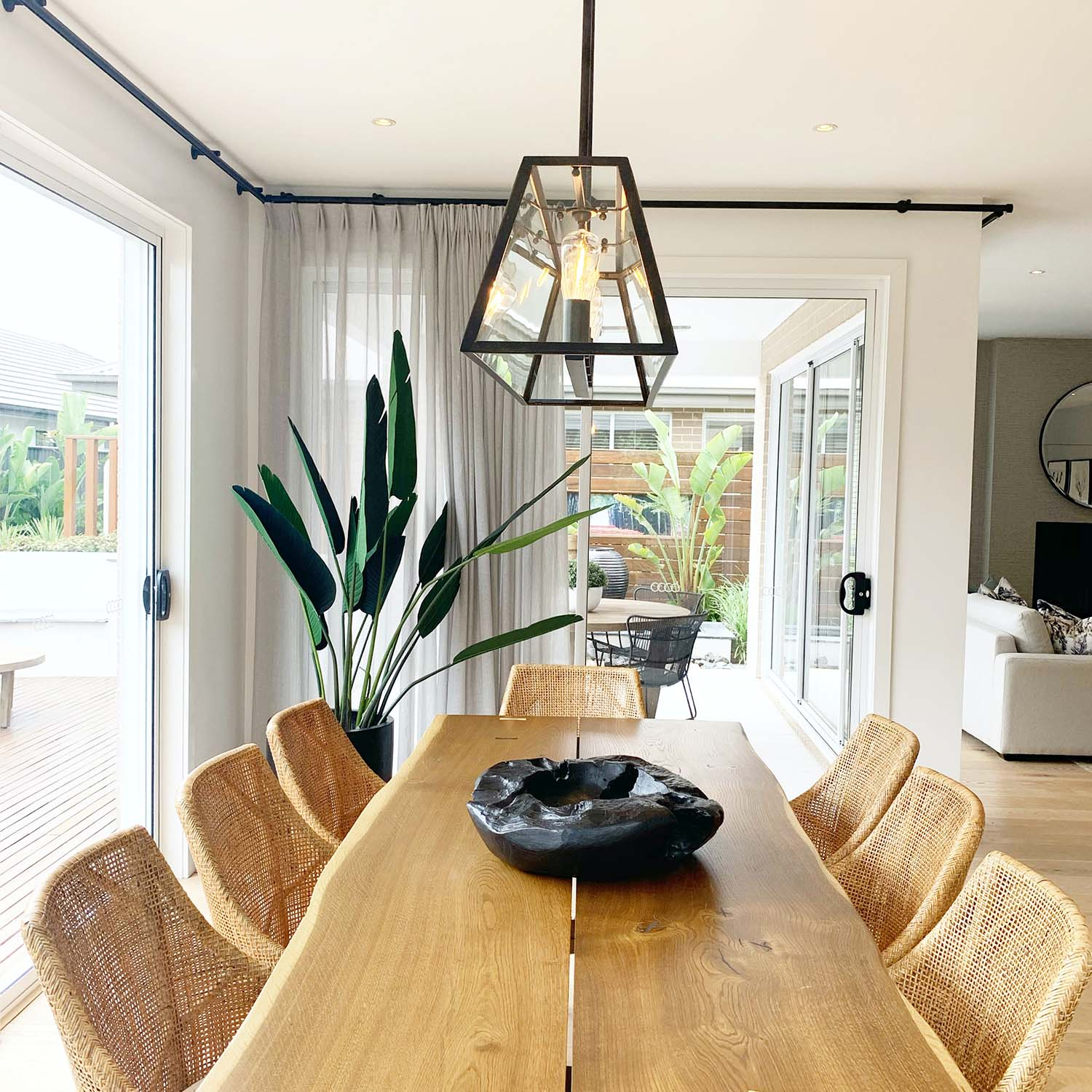 Significant Features of a Stylish Dining Room