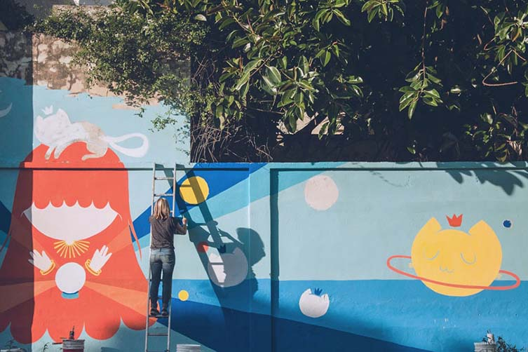 Celebrates street artist, Pum Pum, will impart her vast experience, allow you to scout walls throughout her Buenos Aires neighbourhood, help you to paint on the street as you uncover the techniques of mural-making
